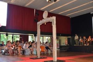 De prachtige poort van huiskunstenaar Theo Dirkx